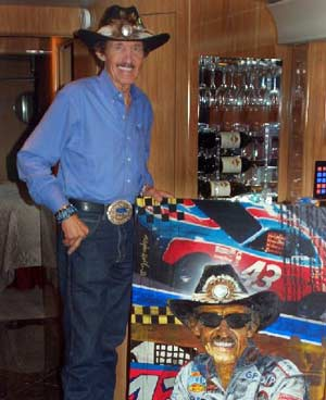 Richard Petty with his portait by Stephen Holland