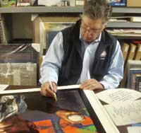 Mets Tom Seaver signing his print by Stephen Holland