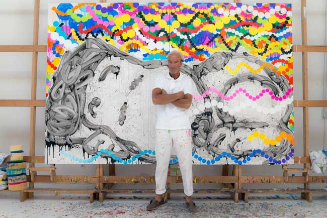 Tom Everhart in front of Snoopy painting